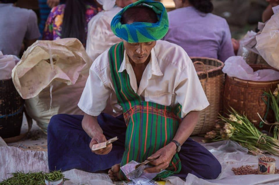 Visages du marché de Nampan (Inle).