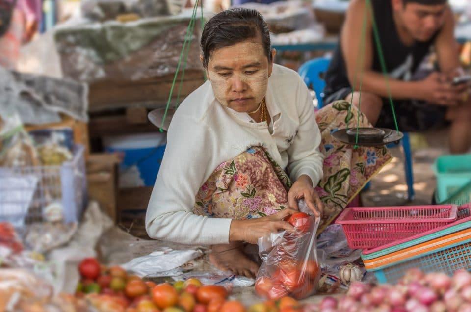 Visages du marché de Kentung.