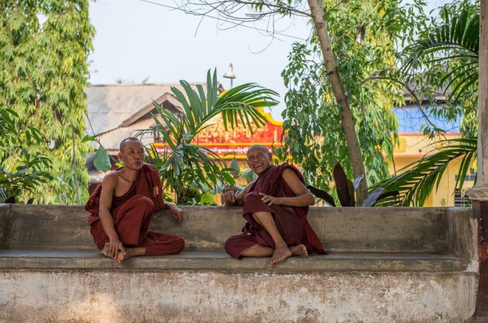 La vie dure des moines de Moulmein.