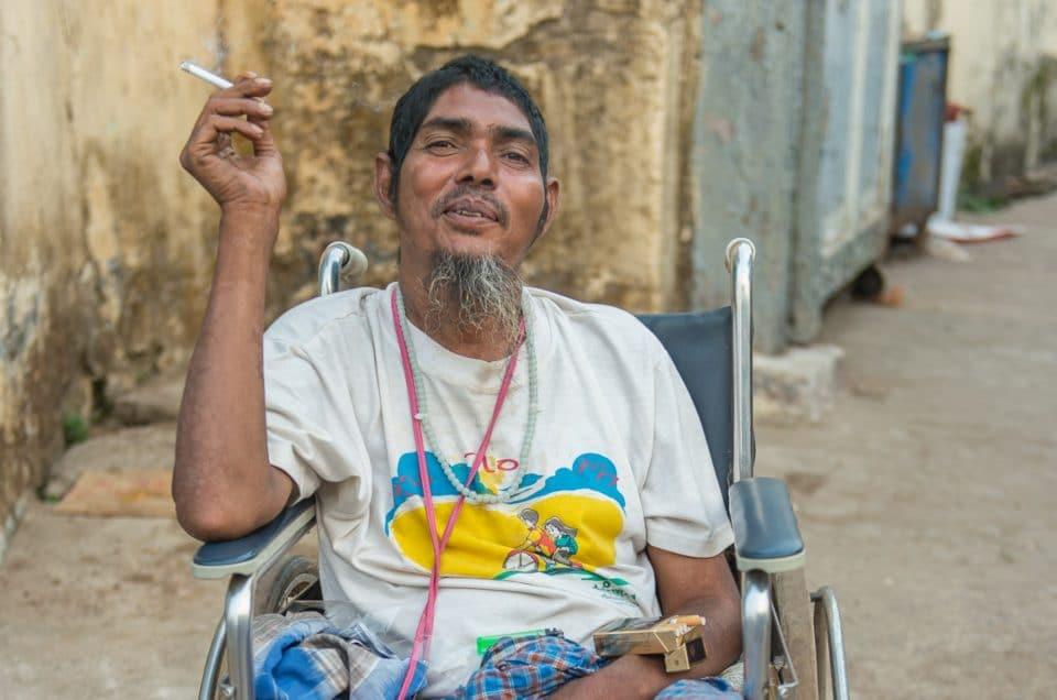 L'handicapé de la mosquée.
