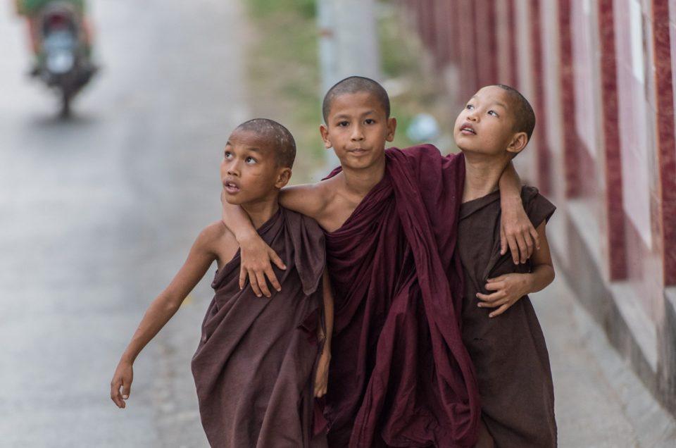 les trois moinillons.