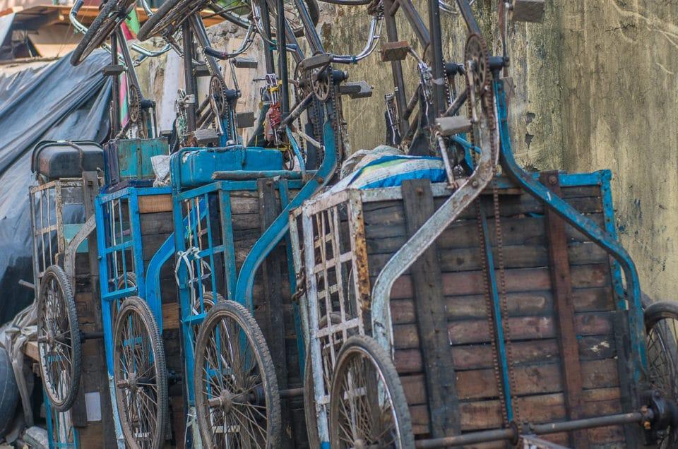 Parking de vélos triporteurs.