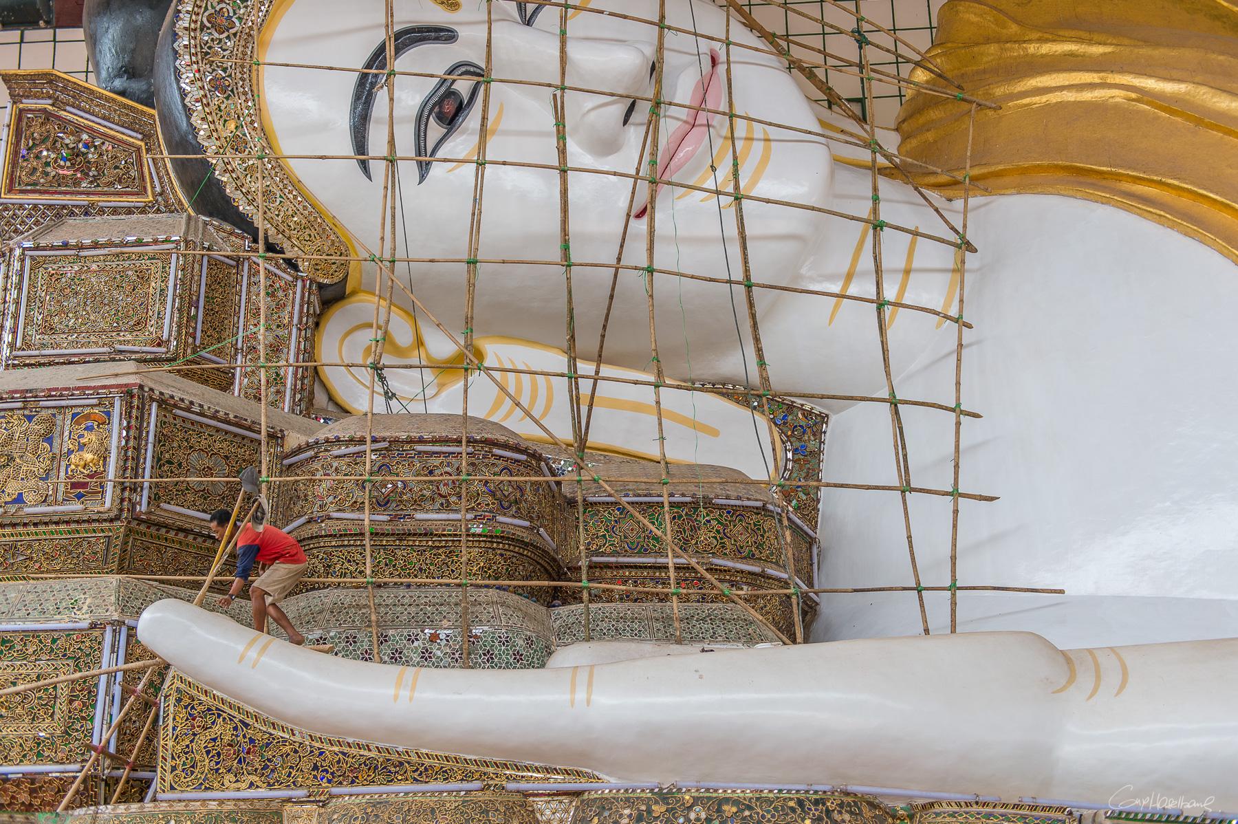 grand bouddha couché Près de Pegou - Région de Yangon - Birmanie.