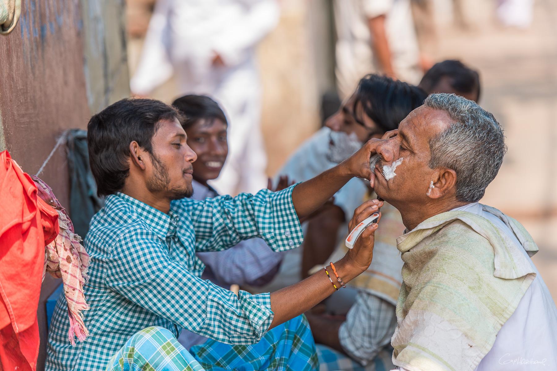 Barbier de rue - Calcutta Inde.