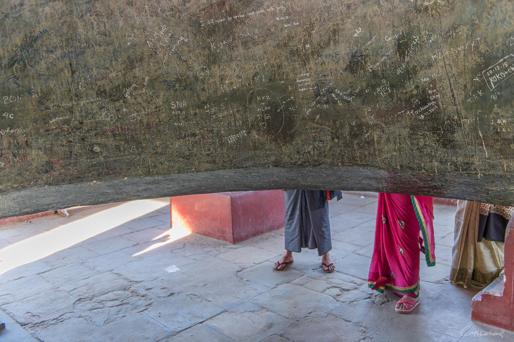 Intérieur de la cloche de Mingun - Région de Mandalay - Birmanie.