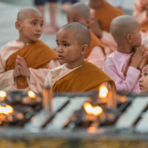 Jeunes Moines Shwedagon Pagoda Yangon - Birmanie.