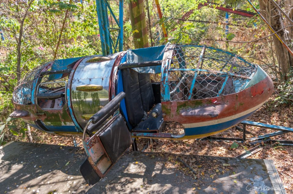 Le parc d'attraction abandonné.